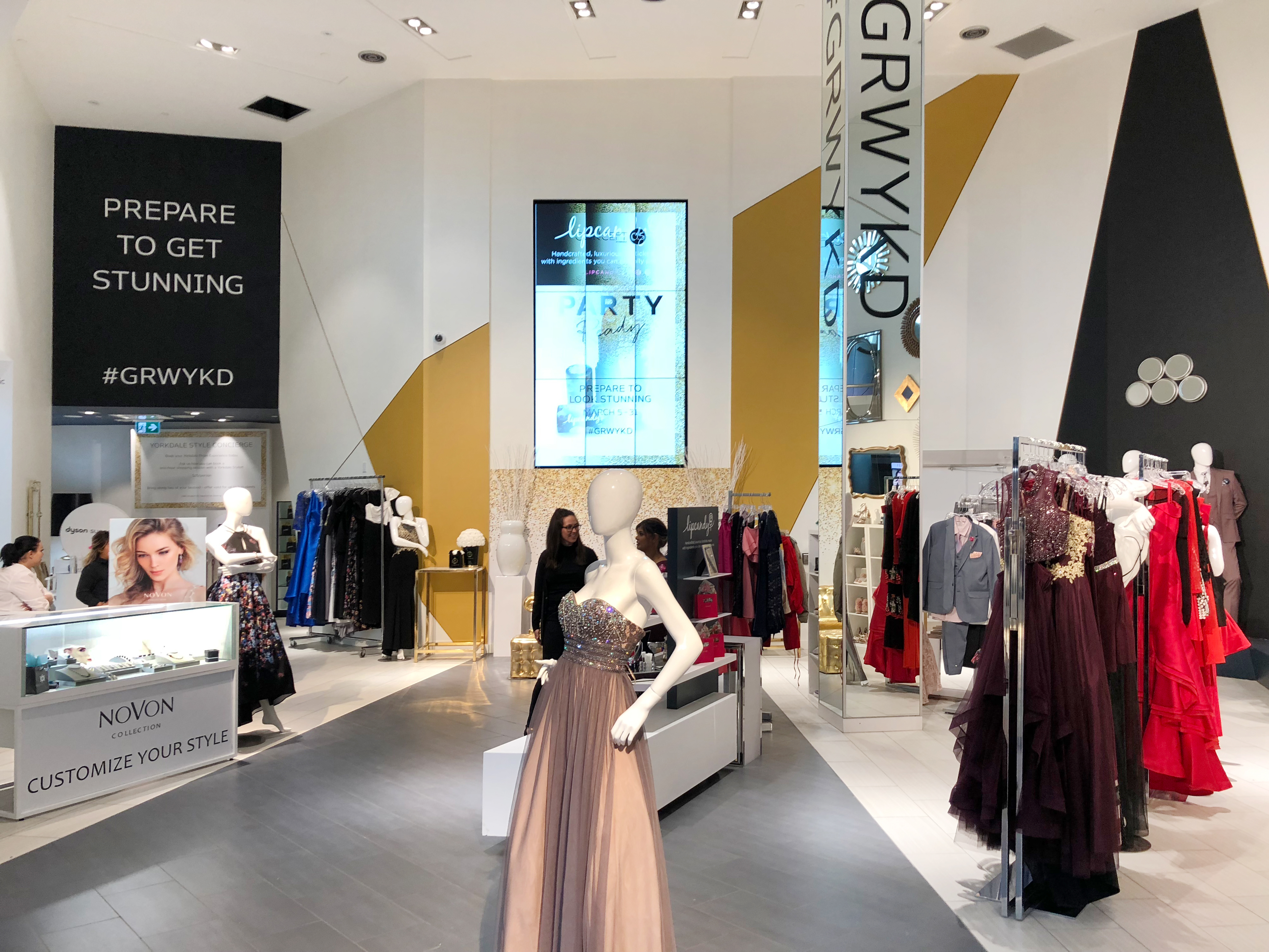 Concept Yorkdale interior with mannequins and racks of clothing