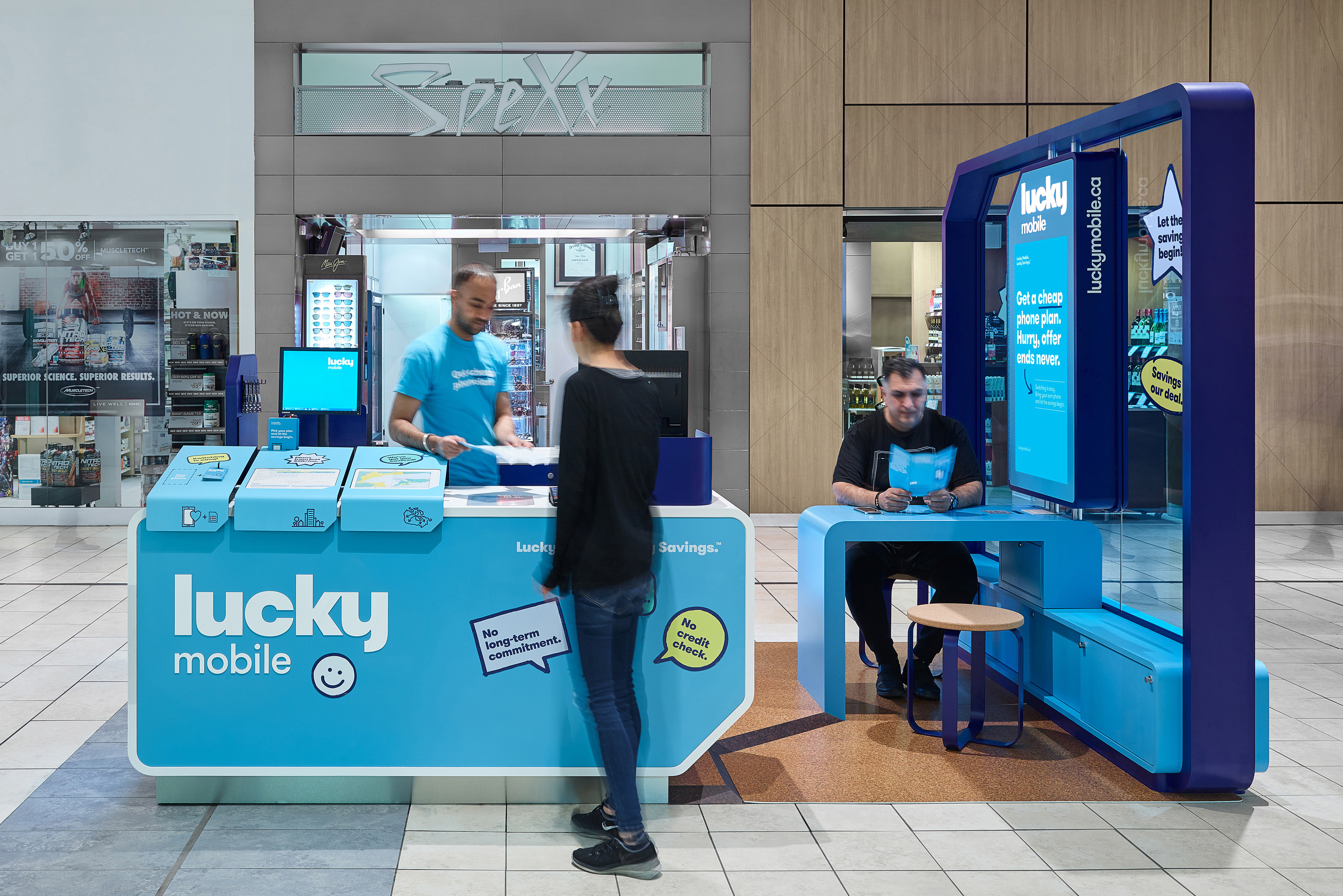 Lucky Mobile Kiosk with shoppers