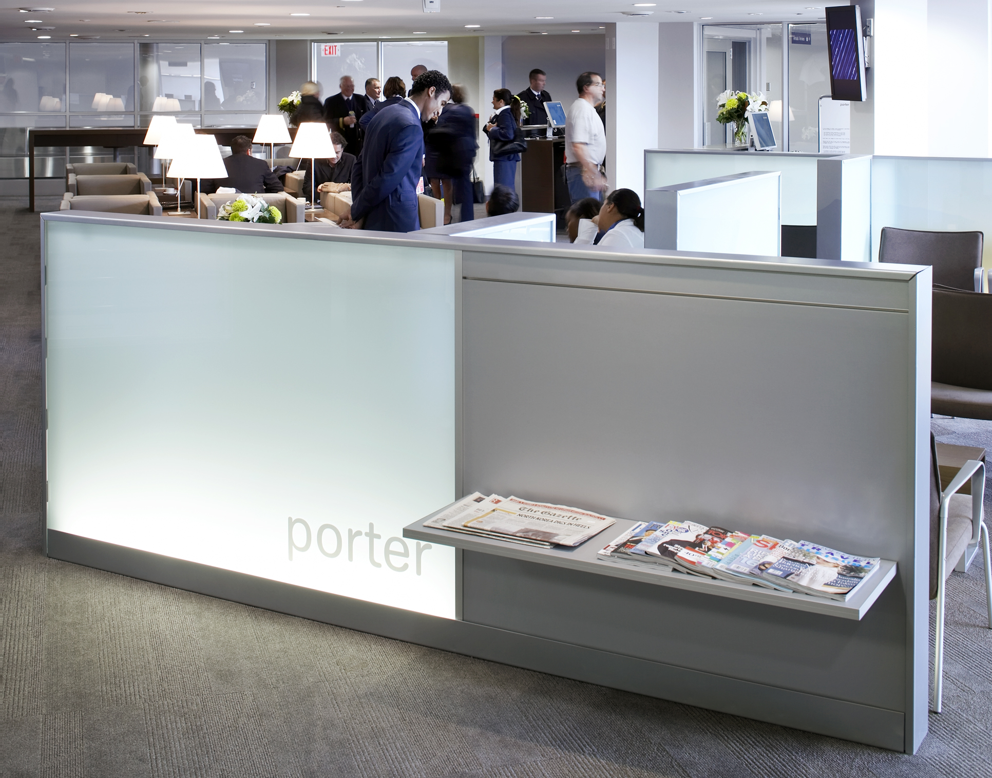 Porter lounge with dividing wall and seating